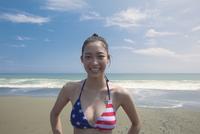海辺の水着女性