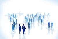 世界地図の上に立つビジネスマンとビジネスウーマン CG 11019034121| 写真素材・ストックフォト・画像・イラスト素材|アマナイメージズ
