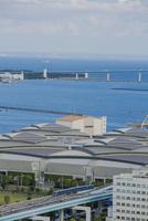 東京ビッグサイトとゆりかもめと東京湾