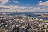 弁天町から大阪港方面を望む大阪市街地