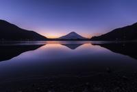 夜明けの富士山と逆さ富士 精進湖