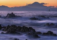荒崎公園から望む海と富士山の夕景