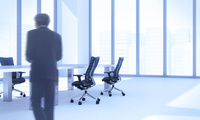 会議室を歩くビジネスマン CG