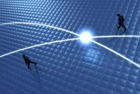 歩く2人のビジネスマンと光る線 CG 11019037075| 写真素材・ストックフォト・画像・イラスト素材|アマナイメージズ