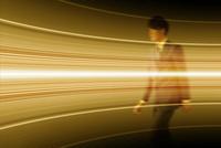 歩くビジネスマンと光る曲線 CG