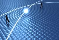 歩く2人のビジネスマンと光る線 CG 11019037135| 写真素材・ストックフォト・画像・イラスト素材|アマナイメージズ