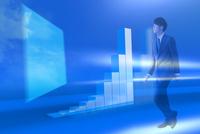 歩くビジネスマンと棒グラフ CG