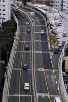 首都高速道路を走行する車