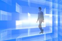歩くビジネスマンと光とバーコード CG