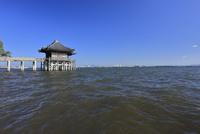 満月寺浮御堂と琵琶湖 滋賀県