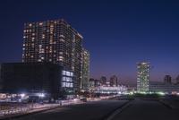 有明の高層マンションと街並み 夜景