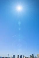 有明から望む晴海周辺のビル群と青空 合成