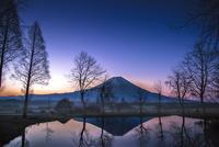 夜明けの富士山と逆さ富士
