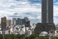 池袋駅周辺のビル群と豊島区役所庁舎ビル 11019038997| 写真素材・ストックフォト・画像・イラスト素材|アマナイメージズ