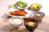 朝食(鮭の塩焼き)