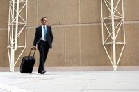Businessman pulling briefcase 11021003358| 写真素材・ストックフォト・画像・イラスト素材|アマナイメージズ