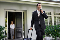 Man leaving home for business trip 11021003523| 写真素材・ストックフォト・画像・イラスト素材|アマナイメージズ