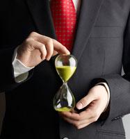 Businessman Holding Hour Glass 11021006471| 写真素材・ストックフォト・画像・イラスト素材|アマナイメージズ
