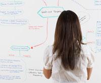 Woman Looking by Chart 11021006806  写真素材・ストックフォト・画像・イラスト素材 アマナイメージズ