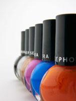 Row of Nail Varnish Bottles 11021008814| 写真素材・ストックフォト・画像・イラスト素材|アマナイメージズ