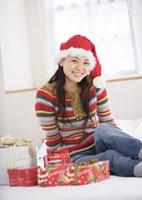 クリスマスプレゼントと女性