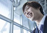 笑顔のビジネスマン 11022004198| 写真素材・ストックフォト・画像・イラスト素材|アマナイメージズ