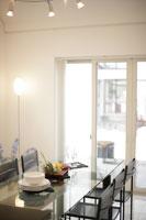 ダイニングルーム 11023001535| 写真素材・ストックフォト・画像・イラスト素材|アマナイメージズ