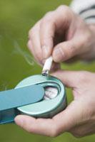 携帯灰皿とタバコ