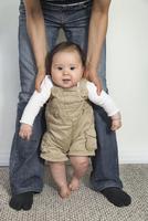 ハーフの赤ちゃんのよちよち歩き