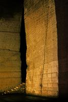 古代遺跡を思わせる地下空間