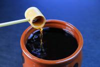 黒酢 11023017176| 写真素材・ストックフォト・画像・イラスト素材|アマナイメージズ