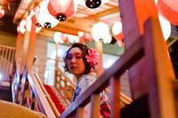 夜の祭りの浴衣女性 11023017406| 写真素材・ストックフォト・画像・イラスト素材|アマナイメージズ