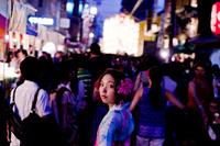 夜の祭りの浴衣女性 11023017412| 写真素材・ストックフォト・画像・イラスト素材|アマナイメージズ