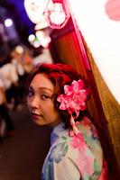 夜の祭りの浴衣女性 11023017493| 写真素材・ストックフォト・画像・イラスト素材|アマナイメージズ