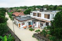 竹富島の町並み 11023020511| 写真素材・ストックフォト・画像・イラスト素材|アマナイメージズ