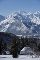 雪深い里 11023020697| 写真素材・ストックフォト・画像・イラスト素材|アマナイメージズ