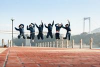 みんなでジャンプ 11023020734  写真素材・ストックフォト・画像・イラスト素材 アマナイメージズ