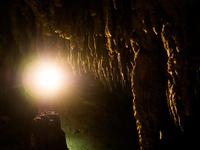鍾乳洞 11023021265| 写真素材・ストックフォト・画像・イラスト素材|アマナイメージズ