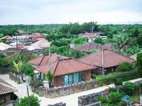 竹富島の町並み 11023021273| 写真素材・ストックフォト・画像・イラスト素材|アマナイメージズ