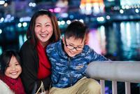 家族 11023021782| 写真素材・ストックフォト・画像・イラスト素材|アマナイメージズ