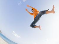 ジャンプ 11023021789| 写真素材・ストックフォト・画像・イラスト素材|アマナイメージズ