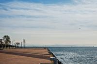 青空と海と飛行機 11023021799| 写真素材・ストックフォト・画像・イラスト素材|アマナイメージズ