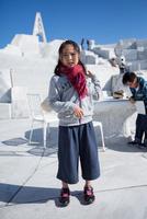 未来心の丘で遊ぶ子供 11023022069| 写真素材・ストックフォト・画像・イラスト素材|アマナイメージズ
