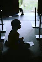 子供のシルエット 11023022639| 写真素材・ストックフォト・画像・イラスト素材|アマナイメージズ