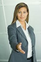 Businesswoman offering hand 11025005068  写真素材・ストックフォト・画像・イラスト素材 アマナイメージズ