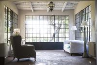 Home interior, sunroom 11025008879| 写真素材・ストックフォト・画像・イラスト素材|アマナイメージズ