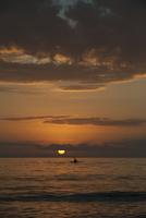 Tranquil sunset over ocean 11025009852| 写真素材・ストックフォト・画像・イラスト素材|アマナイメージズ