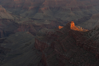 Evening sunlight illuminates a rock formation in the Grand Canyon, Arizona, USA 11025010469| 写真素材・ストックフォト・画像・イラスト素材|アマナイメージズ