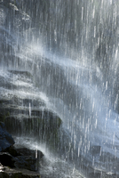 Water splashing over rocks 11025010480| 写真素材・ストックフォト・画像・イラスト素材|アマナイメージズ