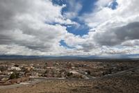 Suburban homes in the desert near Albuquerque, New Mexico, USA 11025010493| 写真素材・ストックフォト・画像・イラスト素材|アマナイメージズ